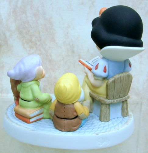 PRECIOUS MOMENTS Snow White DISNEY Friends STORY 830010
